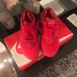 Red Huaraches 5Y